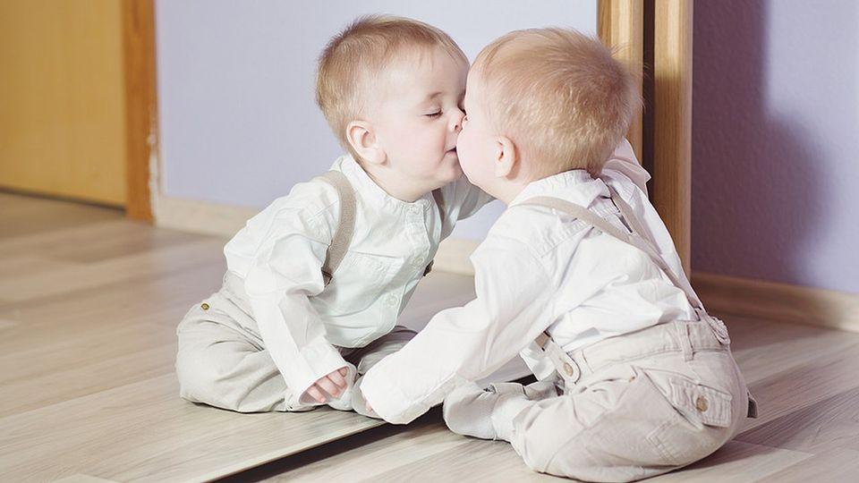 Citat: Če otroci doživljajo odobravanje, se naučijo imeti radi sebe